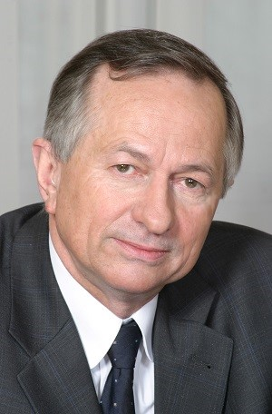 Prof. Pluta ponownie na czele Polskiego Towarzystwa Farmaceutycznego